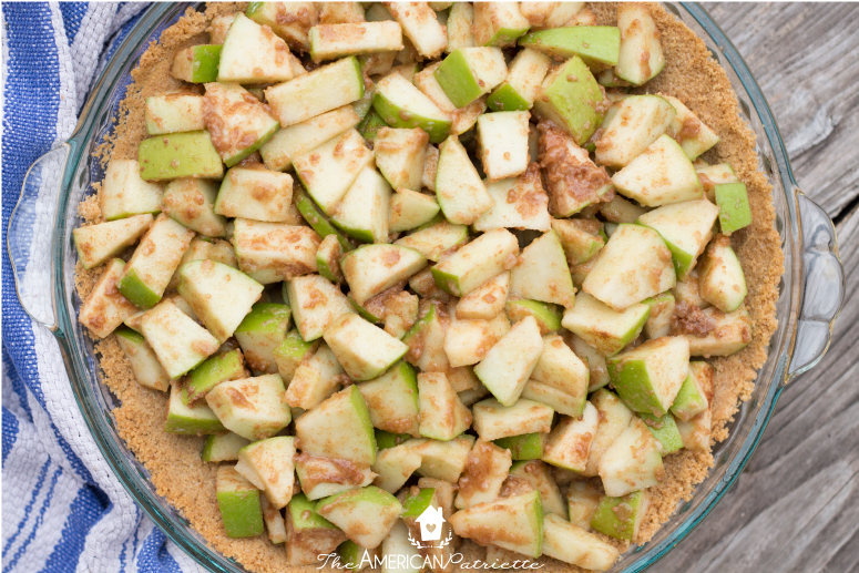 Caramel Apple Streusel Pie
