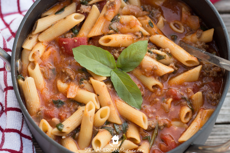 healthy and flavorful pizza soup - 35 Creative Potluck Themes