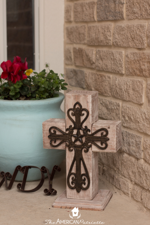DIY Outdoor Wooden Cross Decor - An easy-to-make piece of decor to welcome guests on your front porch